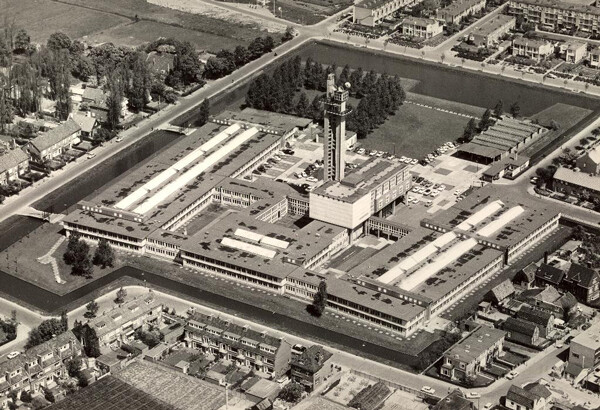 neherlab-uit-de-lucht-1964.jpg